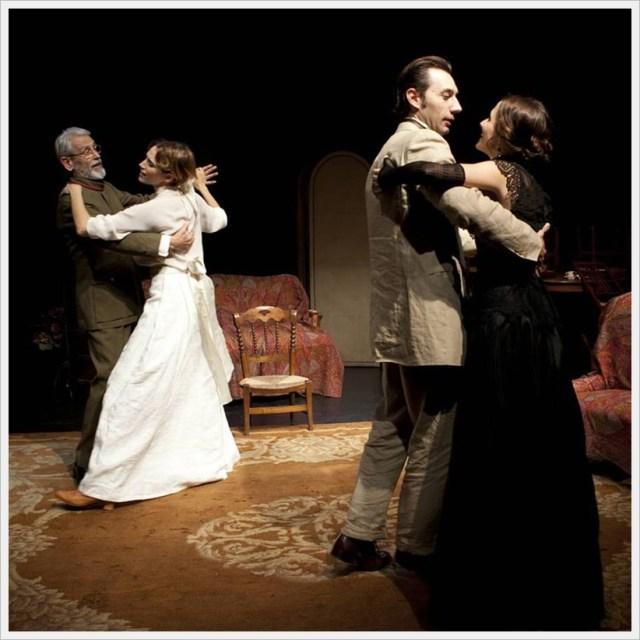 Tres hermanas en los Teatros del Canal
