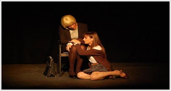 CLARA SIN BURLA en el Teatro Lara