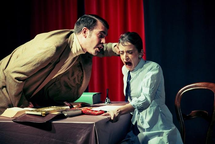 LA LECCIÓN de Eugène Ionesco en el Teatro Lara