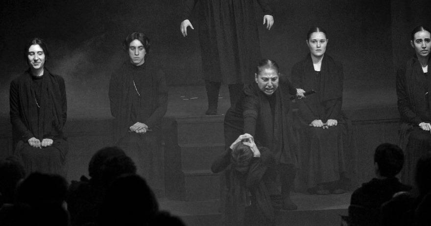 LA CASA DE BERNARDA ALBA en el Teatro Victoria