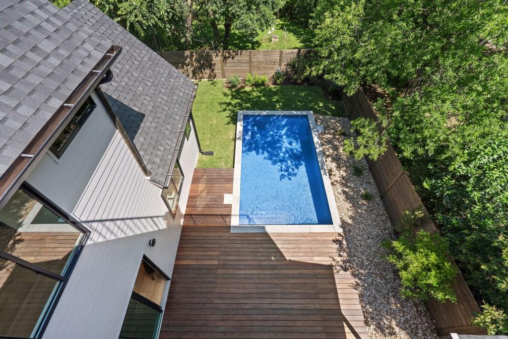 Studio Momentum Architects Upstairs patio view