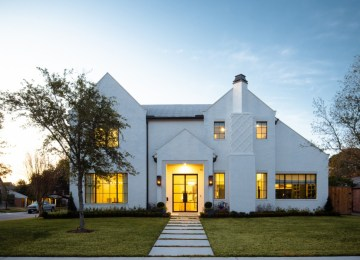 On Point Custom Homes' Perfect marriage of classic elegance and modern in Houston
