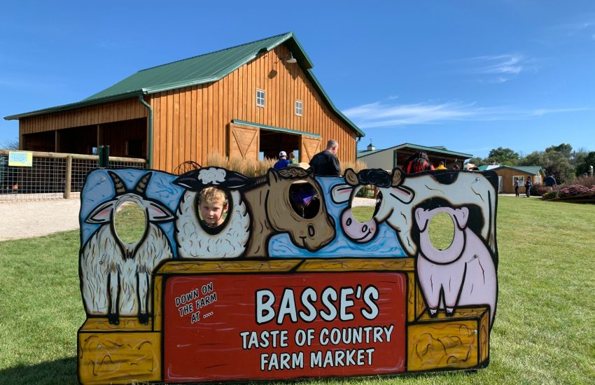 Basse's Taste of Country Sign