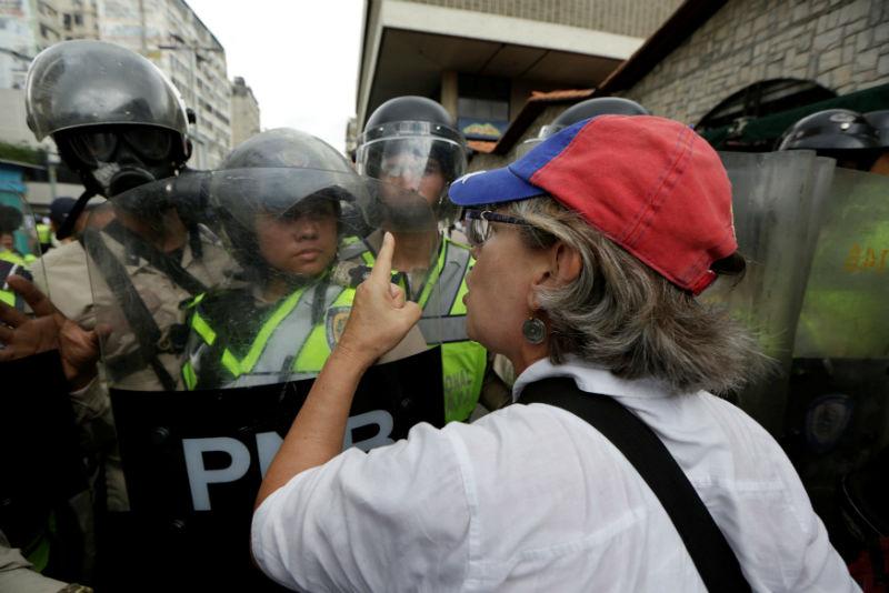 abuelos-ancianos-tercera-edad-jubilados-manifestacion-opositores-protesta-12M-8-02