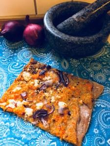 Arabisk pizza med gulerødder og feta