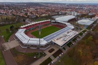 19/11/2016-ERFURT / 19112016 / Arena Erfurt, Stadion, (FOTO: Marcus Scheidel) ----------------- MARCUS SCHEIDEL, REGIERUNGSSTRASSE 35, 99084 ERFURT, TEL: (0173) 56 96 196, FAX (03212) 56 96 196, MAIL: INFO@FOTOERFURT.DE, SPARKASSE MITTELTHUERINGEN, IBAN: DE89 8205 1000 0100 1262 00, BIC-/SWIFT-Code:HELADEF1WEM ST.NR. 151/267/03772, HINWEIS: JEGLICHE KOMMERZIELLE NUTZUNG IST HONORARPFLICHTIG! HONORAR GEMAESS MFM ZZGL. 7 % MWST. WEITERGABE AN DRITTE NUR NACH VORHERIGER ABSPRACHE MIT DEM URHEBER! DARSTELLUNG IM INTERNET IST GRUNDSAETZLICH HONORARPFLICHTIG, AUCH ALS 1:1 KOPIE IN INTERNET AUSGABEN VON TAGESZEITUNGEN UND MAGAZINEN. AUTORENNENNUNG AUCH FÜR INTERNET DARSTELLUNG GEMAESS § 13 URHGES. *** Local Caption *** SPORT , Stadion , Fußball , RWE , Rot-Weiss-Erfurt , Drohne, Luftbild