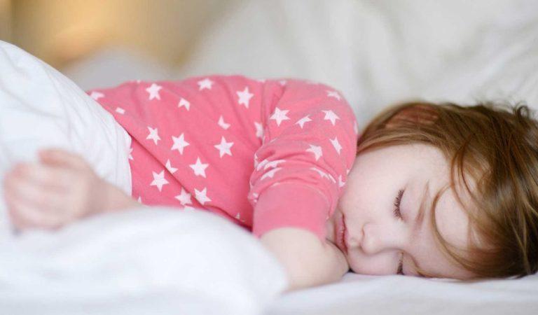 Dormir para crescer: o hormônio do crescimento nas crianças