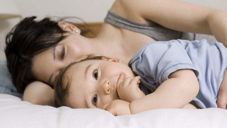 Sono de bebê e co-sleeping