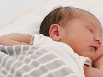 Por que recém-nascidos acordam tanto