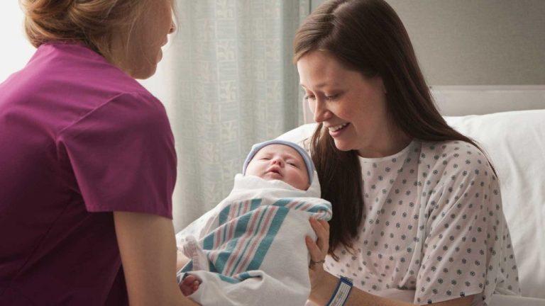 Escolhas feitas no nascimento podem afetar a amamentação