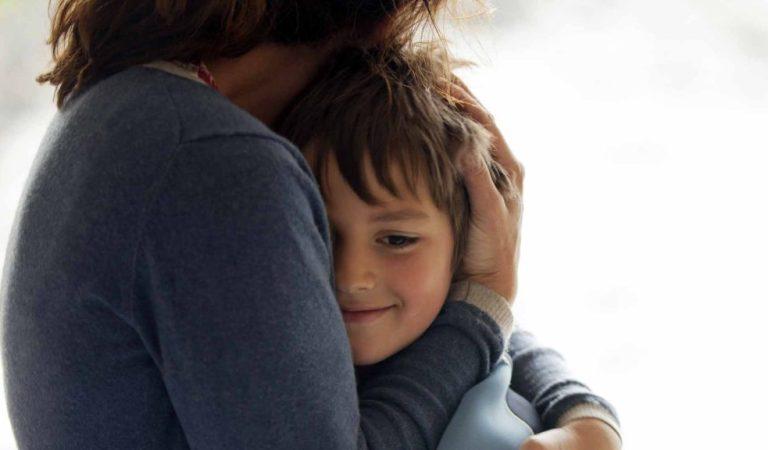 Como acalmar o filho com duas perguntas na hora do choro e abrir o diálogo
