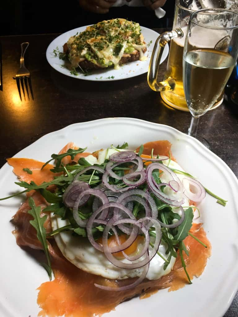 How To Find Great Restaurants While Traveling   Mae's Menu