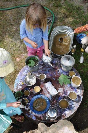 Mud kitchen - cucine di fango per riconnettere i bimbi con la natura