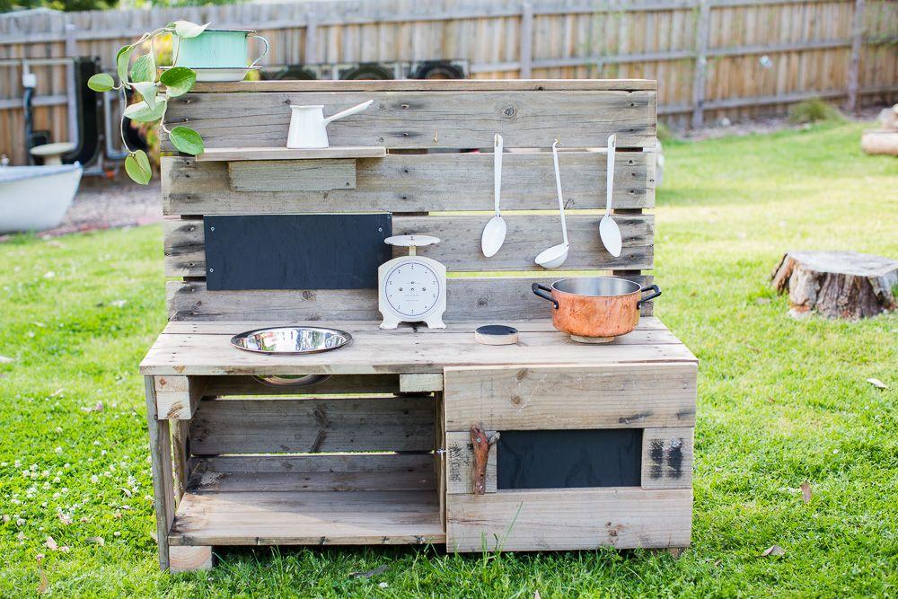 Mud kitchen – cucine di fango per riconnettersi alla natura