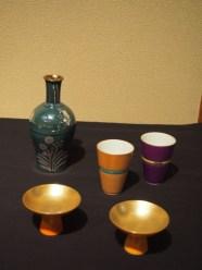 マエストロ貴古セレクト 三代貴古金盃 四代貴古ラスター彩徳利 四代貴古おチョコ です。 全く違う手法でも、切れ上がった京都のセンスは貴古窯の意匠の特徴です。