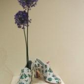 魔法の靴は、左右でそろえるとストーリーができて楽しい展示になります。