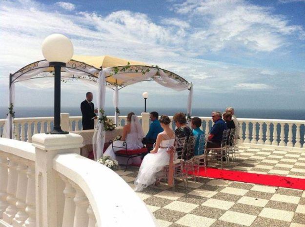 Maestro Oficiante de Ceremonias simbolicas de boda civil en elhotel Best Western Salobreña, Granada. Un marco infinito junto al mar para celebrar el enlace civil.Www.maestrodeceremonias.esTel 644 597 199#bodacivilmadrid #oficiantesdeceremoniasgranada #Ceremoniaspersonalizadas #ceremoniacivilgranada #ceremoniabodacivil #oficiantegranada #speakerbestwesternsalobreña #maestrodeceremoniasgranada#bestwesternsalobreña #bestwestern #bodajuntoalmar #ceremoniajuntoalmar #bodaenlaplaya #bodasbilinguesesespaña #bodabilinguegranada #ceremoniasimbólicasalobreña@best_western_hotel_salobreña
