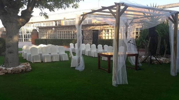Oficinas como maestro de ceremonias una celebración simbólica de boda civil en Badajoz en el excelente Hotel Mercury Rio. #hotelmercureríobadajoz