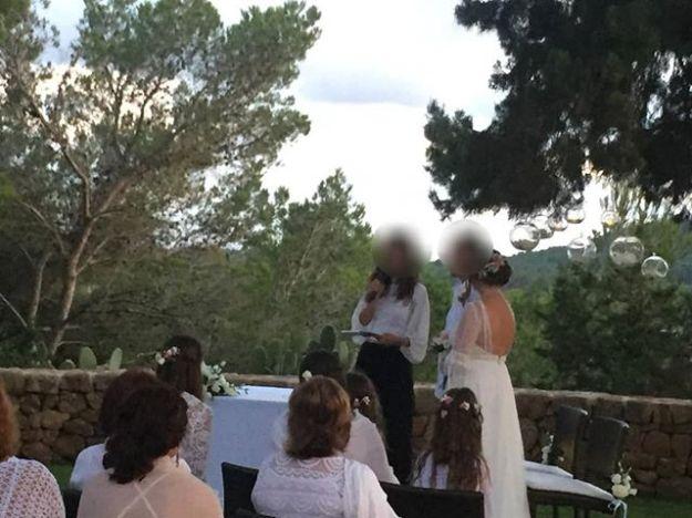 Nuestra maestra de ceremonias celebra una preciosa ceremonia de boda civil en el encantador hotel rural de Ibiza @cancurreu #maestrodeceremoniasibiza #maestradeceremonia #bodacivilibiza #casarseenibiza #oficianteibiza #ibizaweddingmc@maestrodeceremonias.es Tel y whatsapp 64597199Www.maestrodeceremonias.es