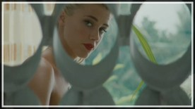 amber-heard-as-chenault-in-the-rum-diary