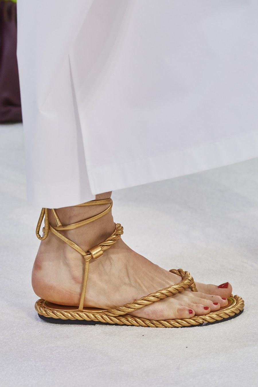 trendy-vesna-leto-2020-pletenaya-obuv
