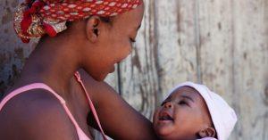Femme et son bebe