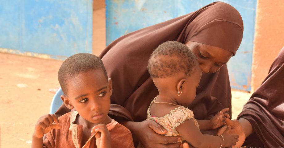 femme musulmane et ses enfants