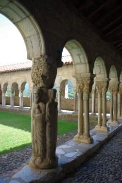 cliquez agrandir - pilier des quatres évangélistes - au centre du côté ouest