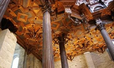 le plafond à caissons admirable est source de nombreux torticolis,