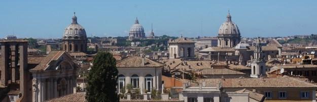 La Terrasse de la cafeteria du musée du capitole qui offre une vision panoramique sur la ville de Rome