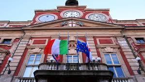Palazzo rosso mezz'asta