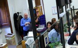 Poveri anziani in coda alla banca dell'ospedale.....[Le pagelle di GZL] CorriereAl