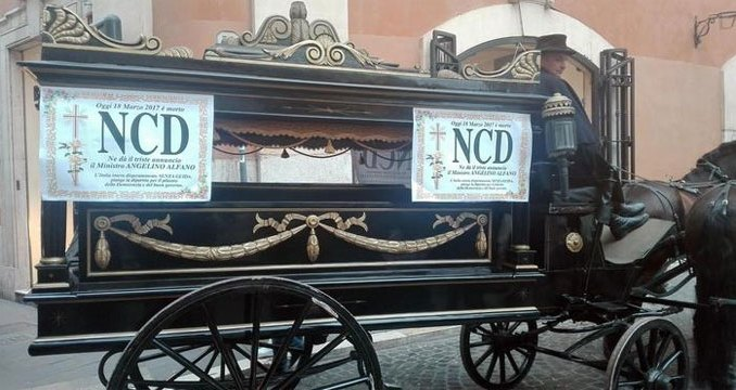 Ncd: funerale in carrozza! CorriereAl