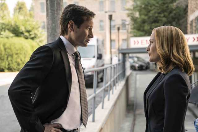 """David Duchovny and Gillian Anderson in the """"Founder's Mutation season premiere, part two, episode of THE X-FILES airing Monday, Jan. 25 (8:00-9:00 PM ET/PT) on FOX. ©2016 Fox Broadcasting Co. Cr: Ed Araquel/FOX"""