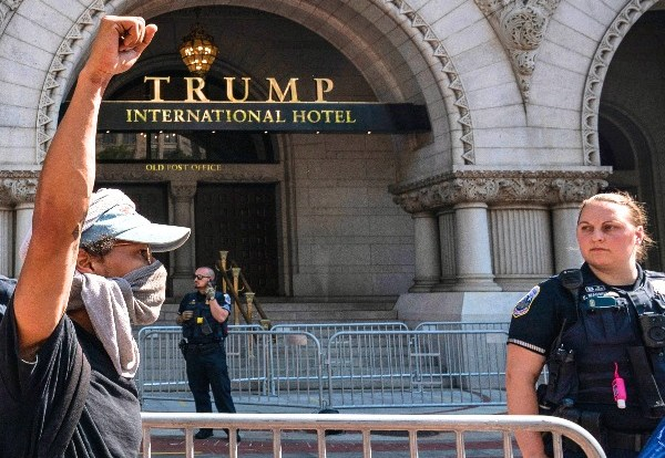 Trump Wins Court Hold on Hotel Emoluments Suit During Appeal