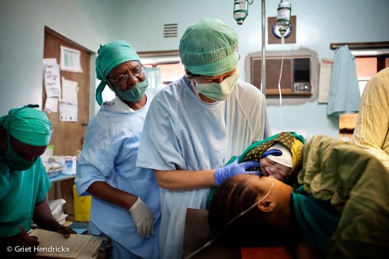 Waarom vroedvrouw Mie met Artsen Zonder Vakantie naar Afrika trekt