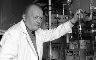 Nová příležitostná známka České pošty s chemikem Antonínem Holým