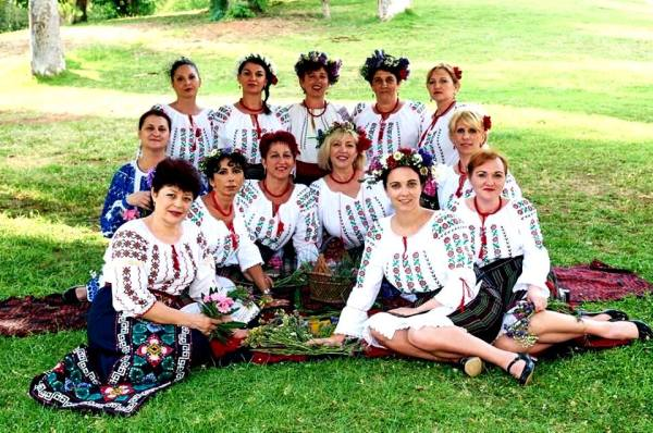 ansamblu femei popular ii traditionale moldovenesti