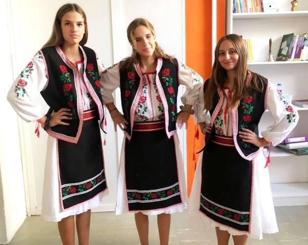 vesta traditionale fete
