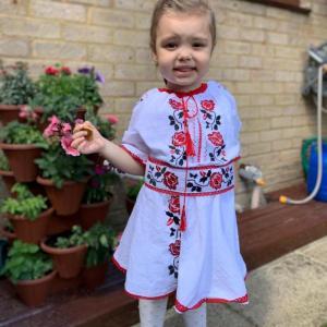 copil imbracat traditional