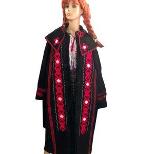 model popular palton brodat