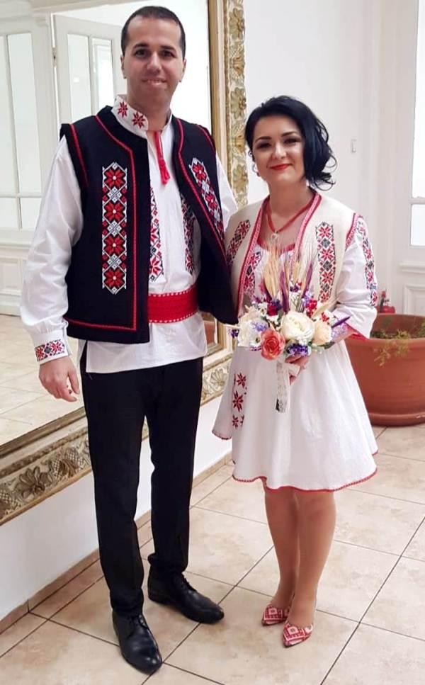 cuplu imbracat romaneste nunta