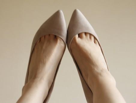 足指が痛いのに「もっと細い靴を選びなさい」ってどういうこと?!