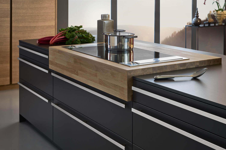 Schwarze Küche Mit Holzboden   Moderne Betonküche ...