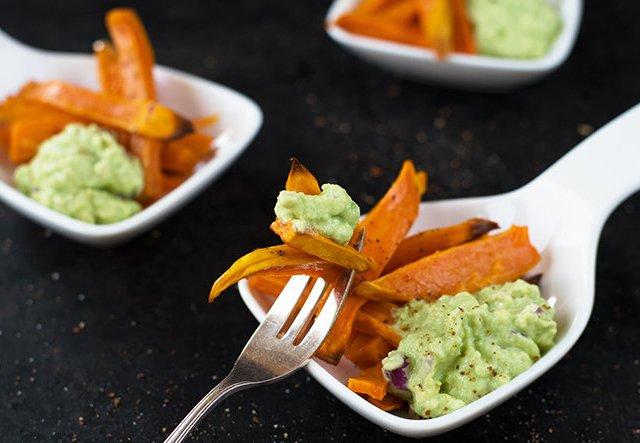Süßkartoffelpommes mit Avocadodip selber machen!
