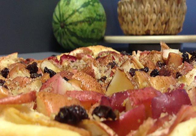 Rezept: Bratapfelkuchen mit Mandeln, Rosinen und Zimt