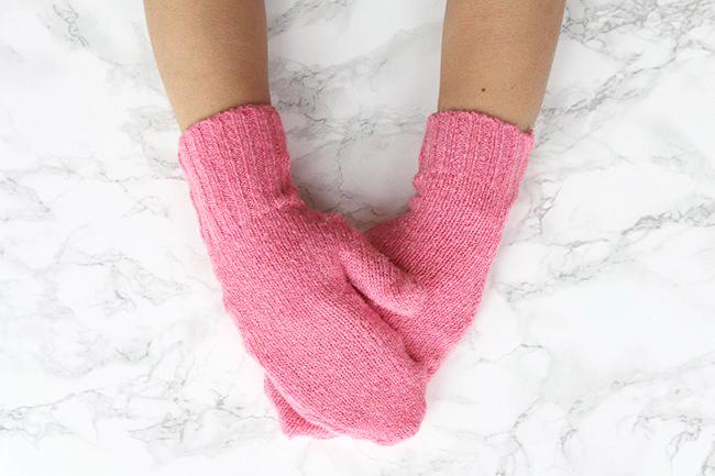 Makerist-Basteln-mit-Kindern-50-DIY-Projekte-Handschuhe-aus-altem-Pulli