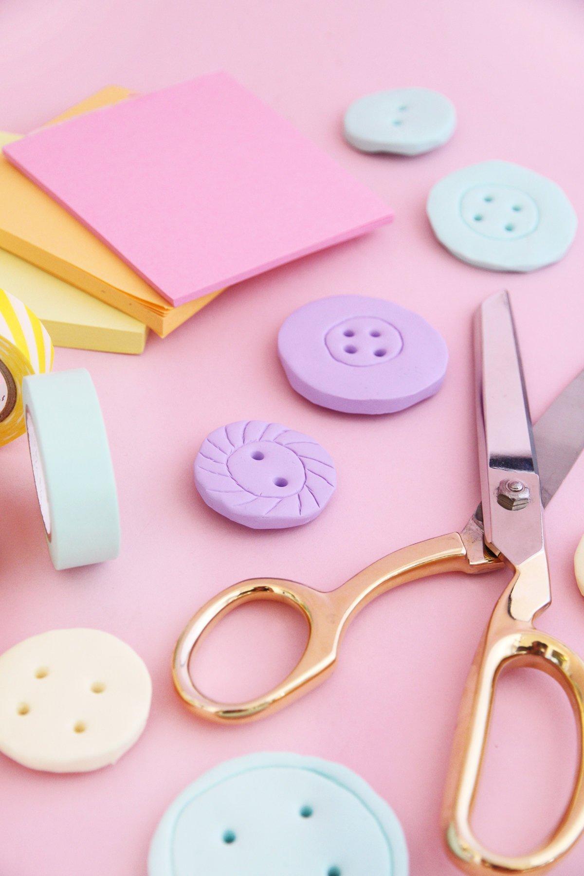 Makerist-Basteln-mit-Kindern-50-DIY-Projekte-Magnete-in-Knopf-Form