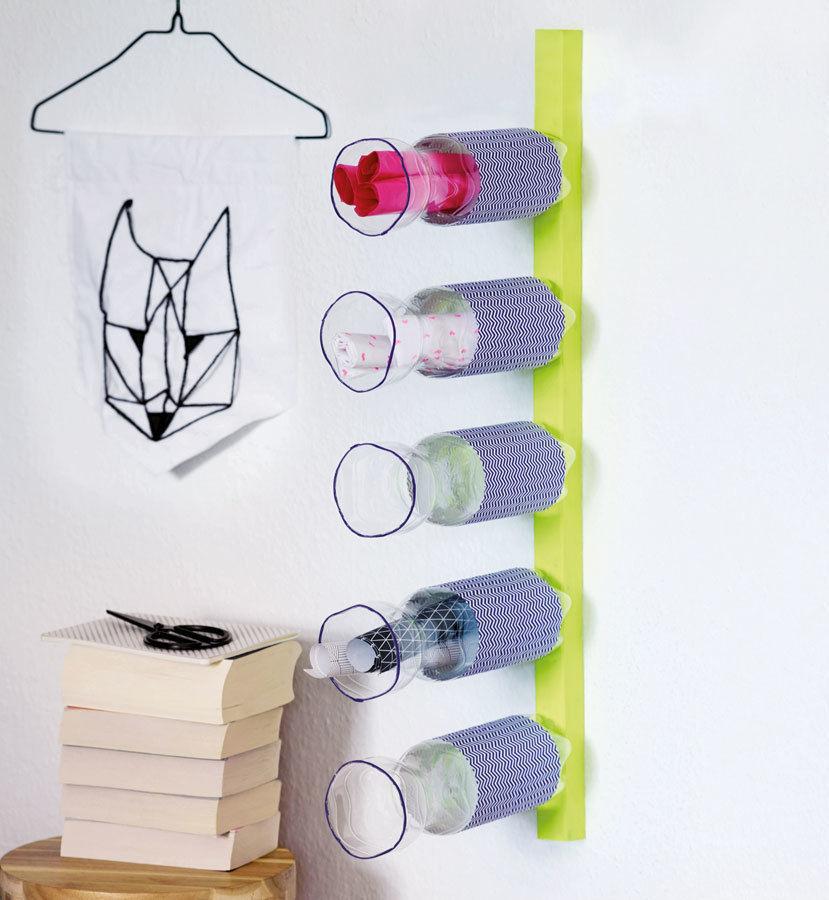 Makerist-Basteln-mit-Kindern-50-DIY-Projekte-Regal-aus-Flaschen-1