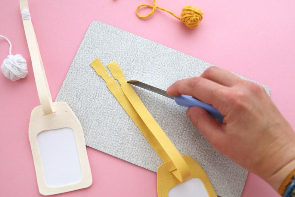 Makerist-DIY-FIMO leather-effect-Geschenkanhänger-Gepäckanhänger selbermachen (17)